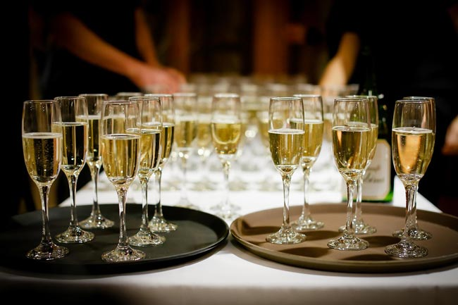 Champagne sales set new record